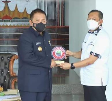 Gubernur Lampung Arinal Djunaidi Terima Penghargaan Keberhasilan Dukung Program Pertashop